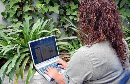 Für Tausende Insulaner stehen vermeintlich selbstverständliche Dienste aufgrund der schlechten Internetverbindung nicht zur Verf