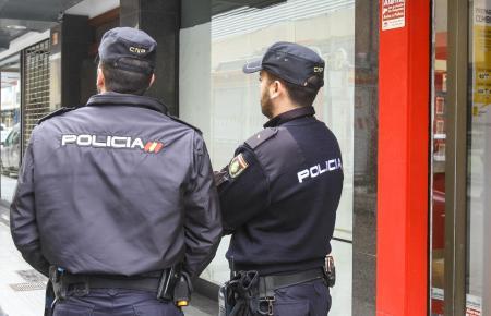 Zwei Nationalpolizisten im Einsatz.