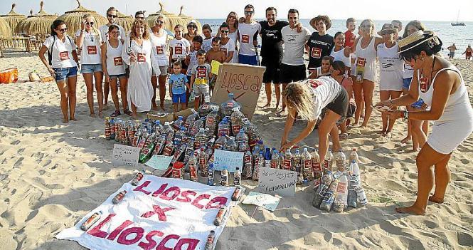 Bei einer Aktion wurden an Mallorcas Stränden mehr als 100.000 Kippen gesammelt und präsentiert.