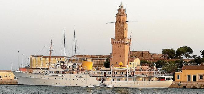 Das 1937 erbaute Schiff ist gut 80 Meter lang.