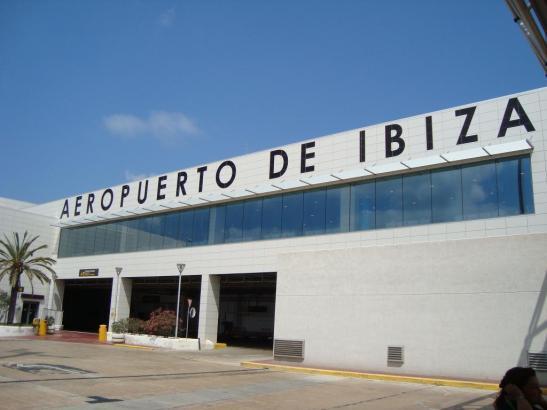 Blick auf den Flughafen von Ibiza.