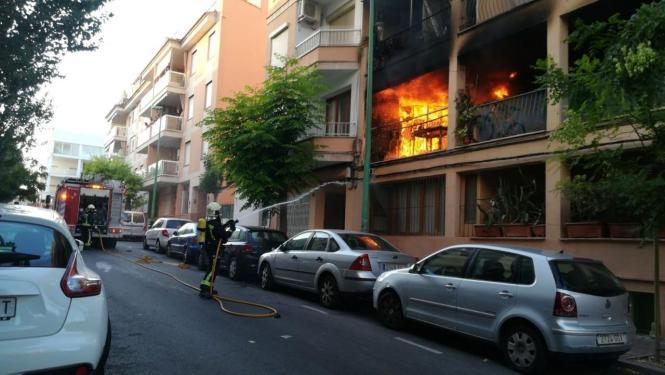 Blick auf die brennende Wohnung.
