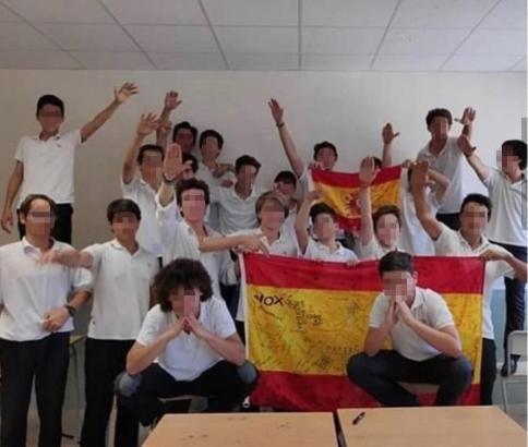 Schüler des Colegio Llaüt im Parc Bit nördlich von Palma posierten Ende Juni so für ein Gruppenfoto.