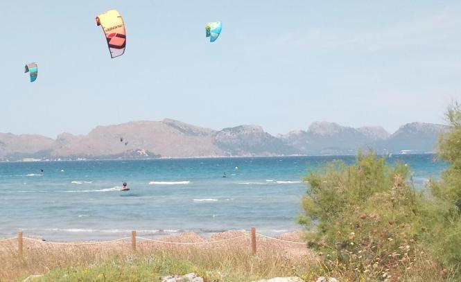 Kite-Surfer vor Mallorca.