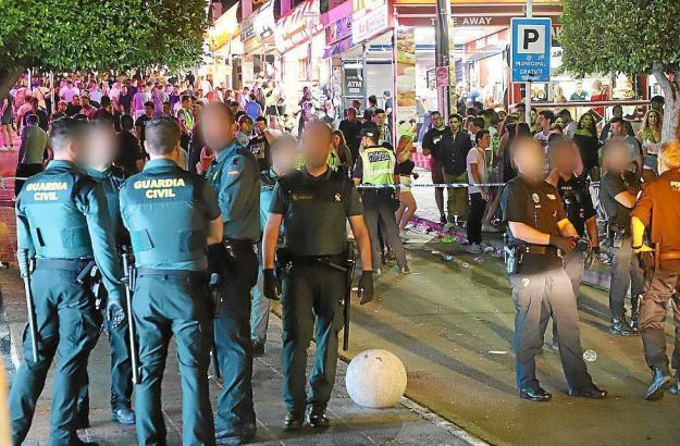 Polizisten im Einsatz in Punta Ballena.