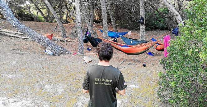 Die Camper staunten nicht schlecht, als die Kontrolleure auftauchten.