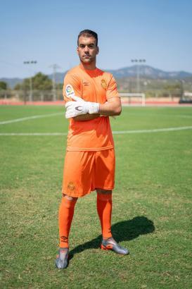 Keeper Manolo Reina im orangefarbenen Torwart-Outfit.