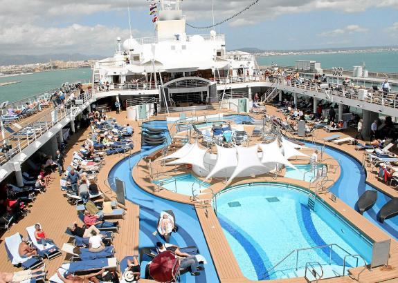 Ein Kreuzfahrtschiff hatte seinen Pool im Meer vor Mallorca ausgeleert.