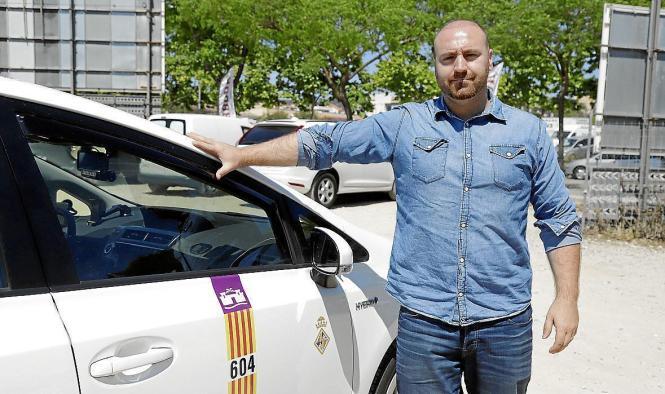 Tony Merino, Präsident des mallorquinischen Taxiverbands hat seine Vorschläge Palmas Bürgermeister José Hila in einer Sitzung vorgetragen.