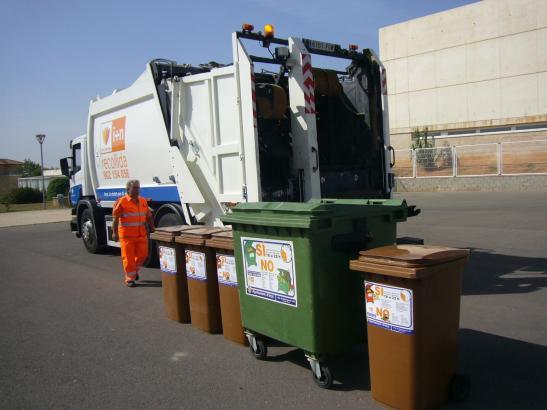 Die Müllmänner arbeiten zunächst erst einmal weiter.