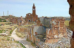 Blick auf die aragonische Stadt Belchite. General Franco befahl, sie in dem Zustand zu erhalten, wie sie nach dem spanischen Bürgerkrieg aussah.