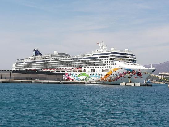 Die Norwegian Pearl im Hafen von Palma.