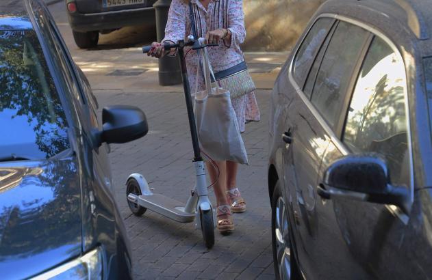 Mutter und Tochter verunfallten in Palma mit einem solchen E-Roller.