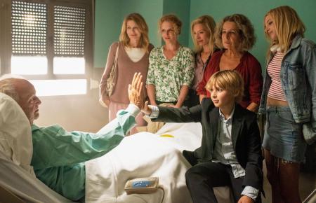 Kurt (Michael Gwisdek, l.) ist froh, dass er sie alle noch einmal wiedersieht.