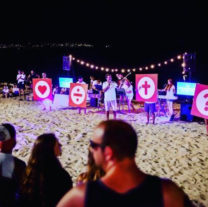Bei den Strandgottesdiensten der christlichen Gemeinschaft am Mega-Park geht es um Themen wie Sex, Party und Drogen. In diesem Jahr findet die Reihe zum zehnten Mal statt.