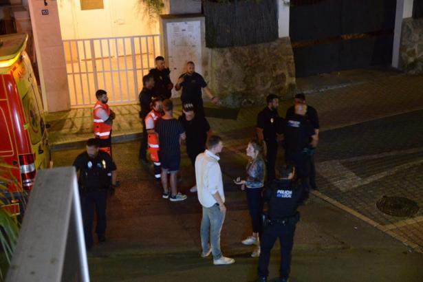 Polizisten vor der Diskothek in Port d'Andratx.