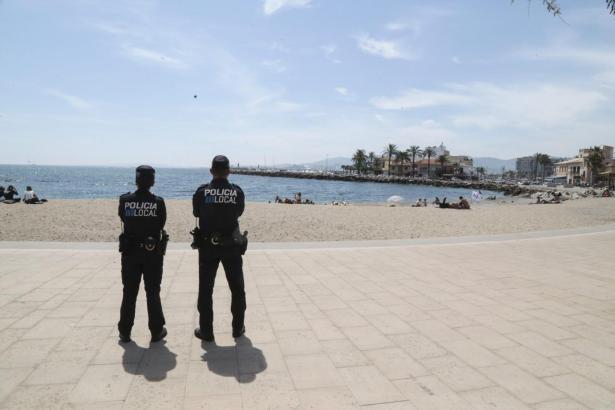 Einsatzkräfte haben am Samstag vor Portixol die Leiche eines Mannes geborgen.