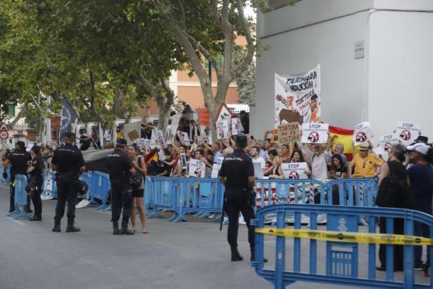 Die Falangisten-Hymne soll eine Reaktion auf die Proteste der Tierschützer gewesen sein.
