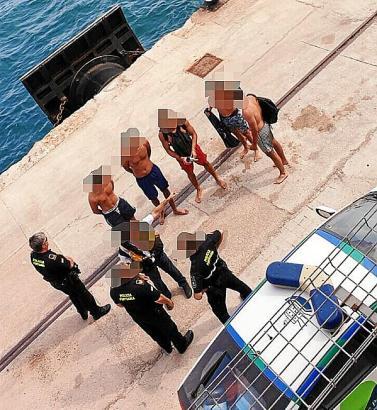 Die Hafenpolizei kümmerte sich anschließend um die fünf Urlauber.