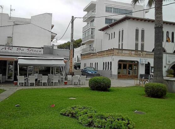 In Can Picafort wäre ein Junge am Wochenende fast an einem Hamburger erstickt. Direkt neben der Bar befindet sich eine Polizeistation, deren Beamte sofort eingriffen.