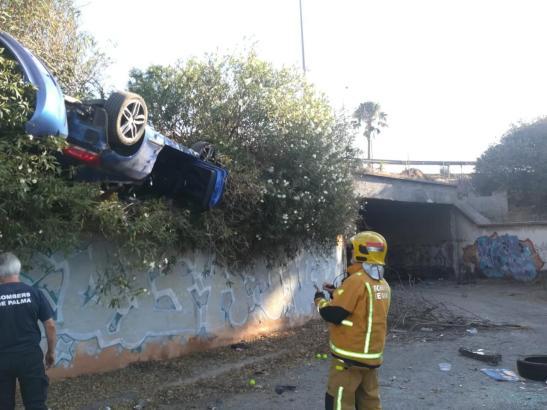 Blick auf das Unfallfahrzeug.