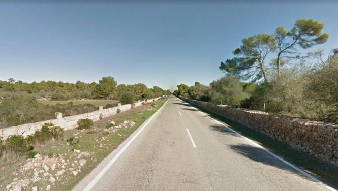Die Cala-Pi-Straße verläuft streckenweise einsam durch die Landschaft.