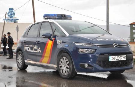 Die Nationalpolizei untersucht das Verbrechen.