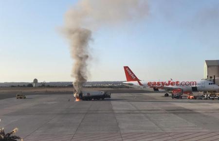 Am Flughafen von Palma de Mallorca brannte am frühen Donnerstagmorgen ein Tankwagen.