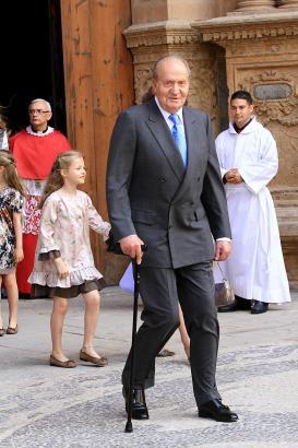 Spaniens Altkönig Juan Carlos, hier 2014 vor der Kathedrale in Mallorca, hatte bereits häufiger gesundheitliche Probleme.