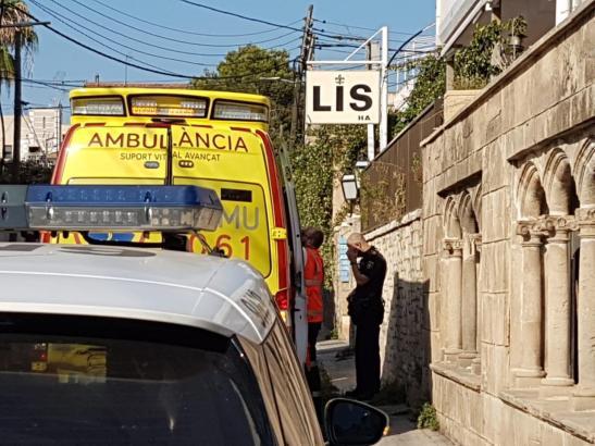 Die Straße vor dem Hotel musste aufgrund der schmalen Passagen abgesperrt werden, während das Baby reanimiert wurde.