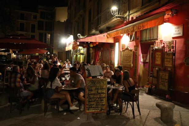 Viele Betreiber von Bars und Restaurants würden ihre Terrassen abends gerne länger nutzen.