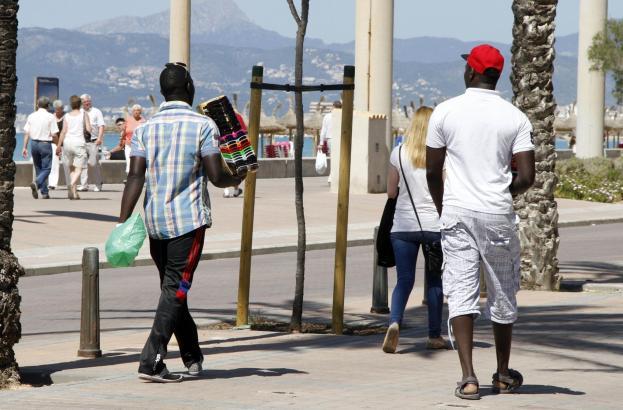 Straßenhändler an der Playa de Palma.