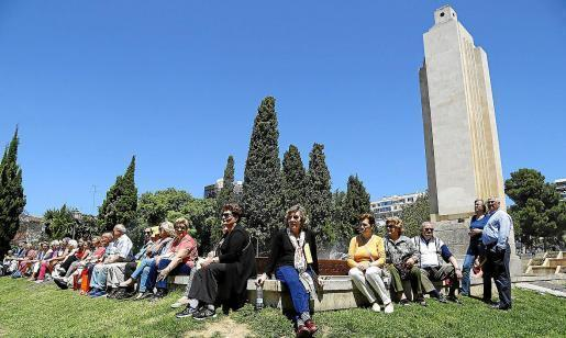 Das Archivfoto von 2016 zeigt eine Versammlung von Befürwortern, die für den Erhalt des Denkmals eintreten.