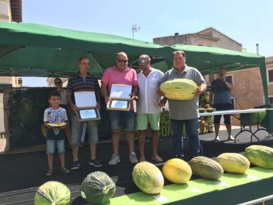 Miquel Morlà (Bildmitte) hatte die schwerste Melone präsentiert, Jaume Sansó (2.v.l.) die aromatischste.