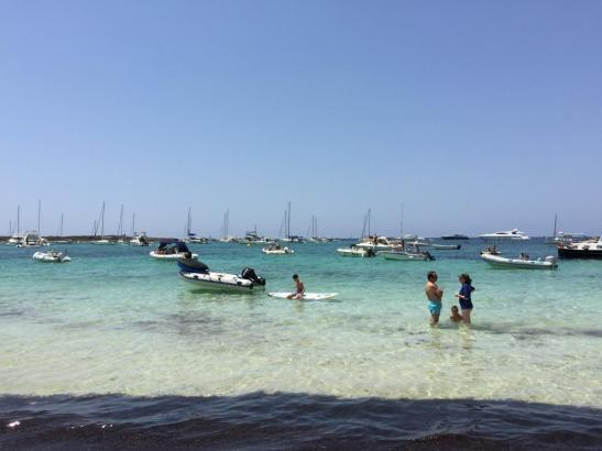 Boote vor dem Carbó-Strand.