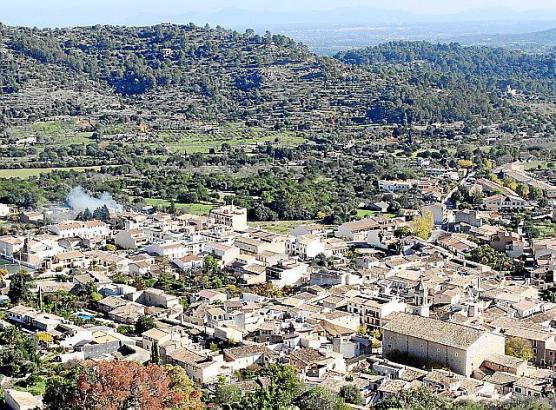 Blick auf das idyllische Bergdorf Mancor de la Vall.
