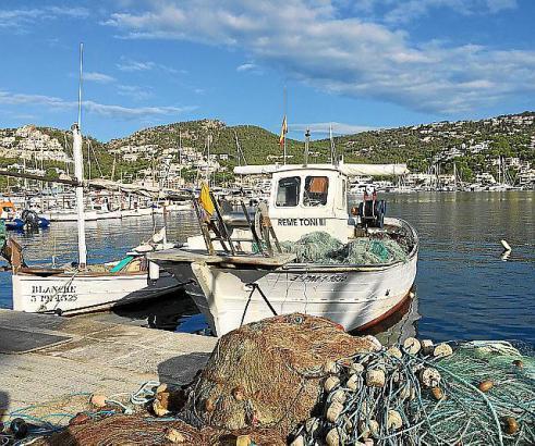 Fischerboote liegen bis heute im Hafen von Andratx.