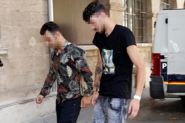 Diese Männer sollen dem Generalstaatsanwalt der Balearen eine Rolex gestohlen haben.