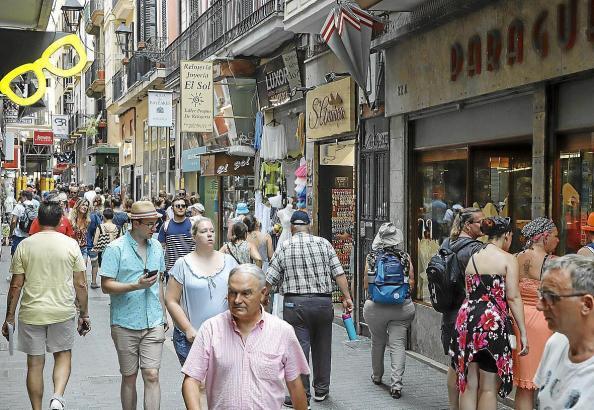 Sowohl Touristen als auch Einheimischen kurbelten die Verkäufe an.