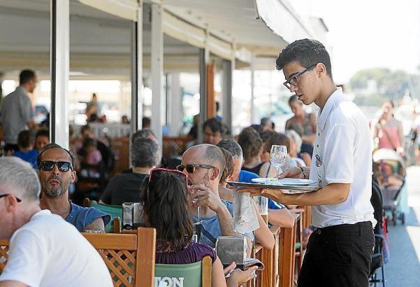 Knapp jeder fünfte Balearen-Bewohner arbeitet als Kellner.