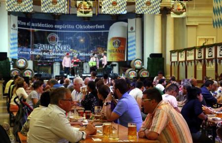 Schon 2018 fand auf Mallorca nur ein großes Oktoberfest statt. Veranstalter Trui lud mit typischen Gerichten und Live-Programm ins Pueblo Español in Palma.