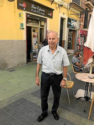 Mateu Martorell vor seiner Bar España. Er wurde in dem Haus geboren.