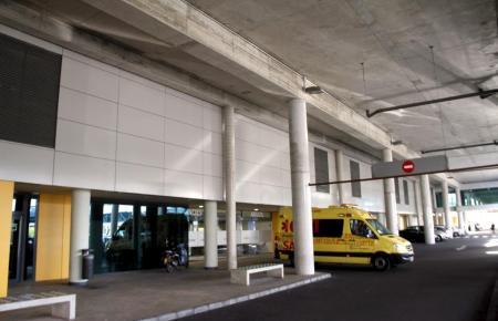 Ein Krankenwagen brachten den Verletzten in eine Klinik.