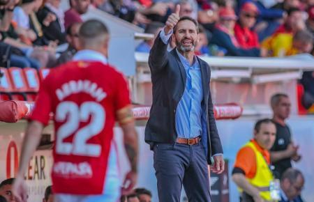 Trainer Vicente Moreno hat es derzeit schwer.
