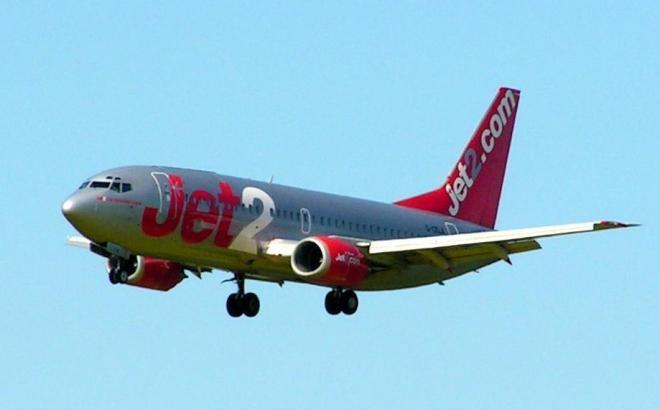 Blick auf eine Boeing 737 der Linie Jet2.