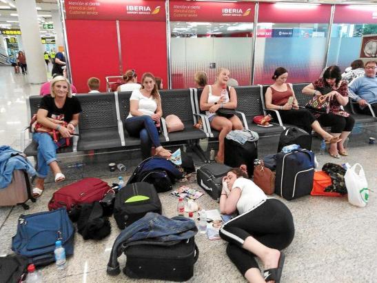 Für diese Reisenden war im Flughafen vorerst Endstation.