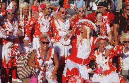 Karnevalsverrückte im September auf Mallorca.