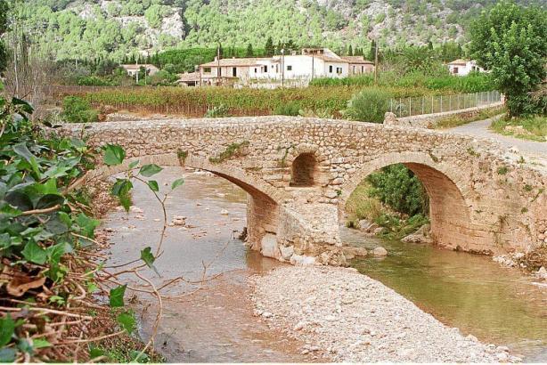 Blick auf die Romà-Brücke.