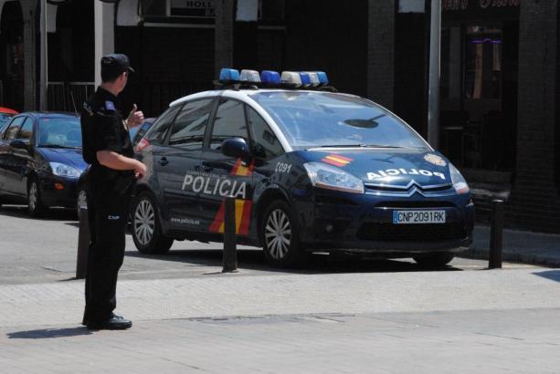 Die Nationalpolizei, die zu dem Einsatz gerufen wurde, nahm den vermeintlichen Vergewaltiger fest.