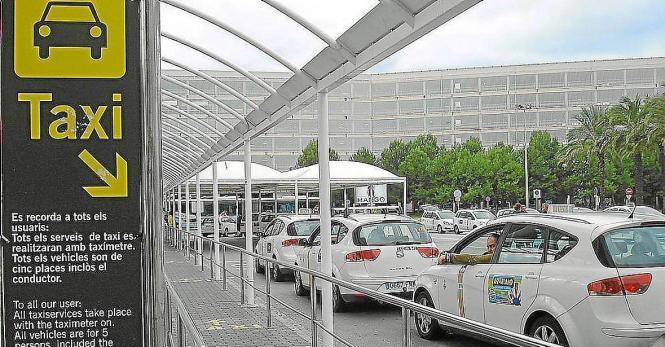 Am Flughafen stehen sie in Massen herum, ansonsten sind Taxi oft Mangelware in Palma.